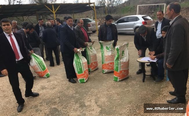 Gerger'de Çiftçilere Tohum Dağıtıldı