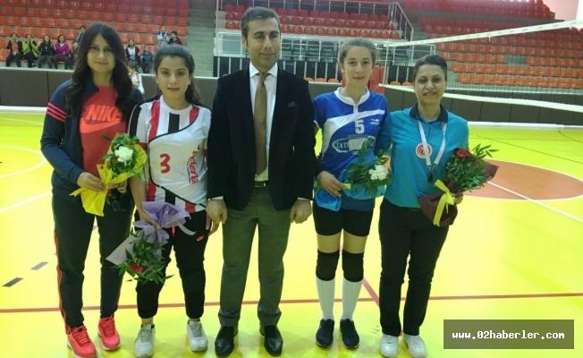 Keleş'ten Bayan Sporculara Karanfil