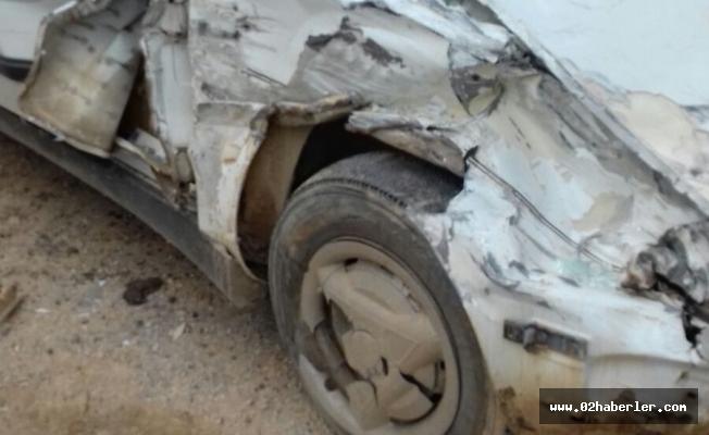 Otomobil İle Kamyon Çarpıştı: 5 Yaralı