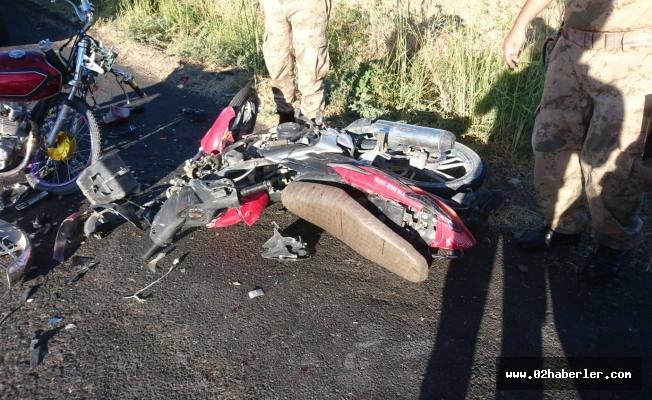 Kahta'da İki Motosiklet Çarpıştı: 3 Yaralı