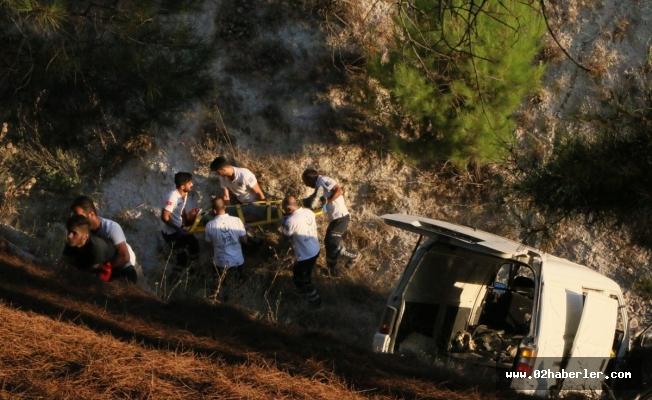 Minibüs Şarampole Devrildi : 8 Yaralı