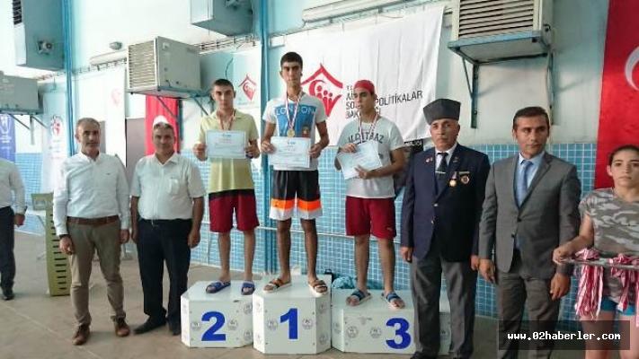 Yüzücüler Gaziler İçin Yarıştı