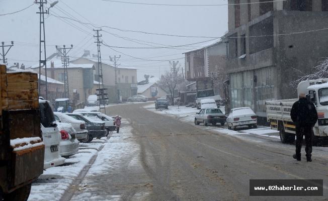 Çelikhan ilçesine yılın ilk karı yağdı