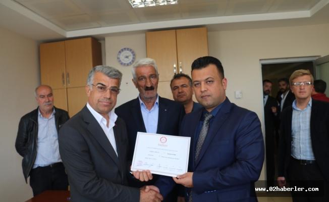 MHP'li Belediye Başkanı mazbatasını aldı