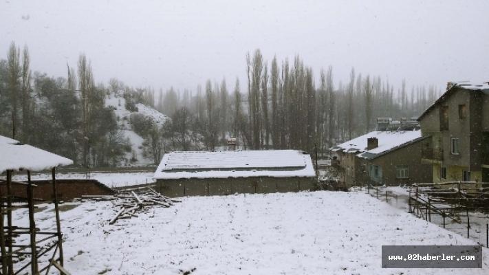 Nisan Ayında Çelikhan'a Kar Yağdı