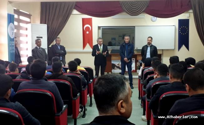 Yazar Necati Atar öğrencilerle buluştu