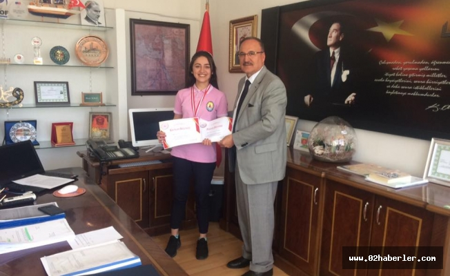 Alagöz'den, Türkiye 3.'sü Olan Aysima'ya Ödül