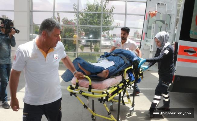 Hafif Ticari Araç Şarampole Yuvarlandı: 5 Yaralı, 1 Ölü