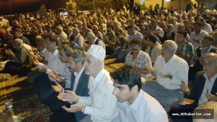 Kadir Gecesinde vatandaşlar Sahabede bir araya geldi