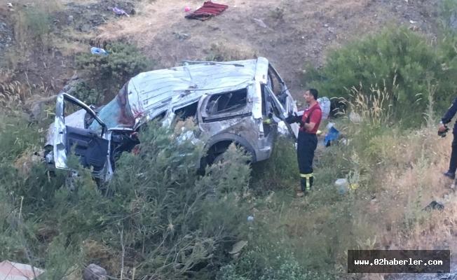 Ticari Araç Uçuruma Yuvarlandı: 2 Ölü, 5 Yaralı
