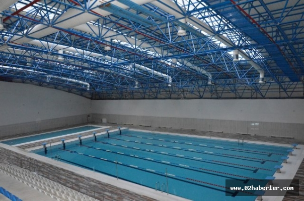 Yarı olimpik yüzme havuzu vatandaşın hizmetine açıldı