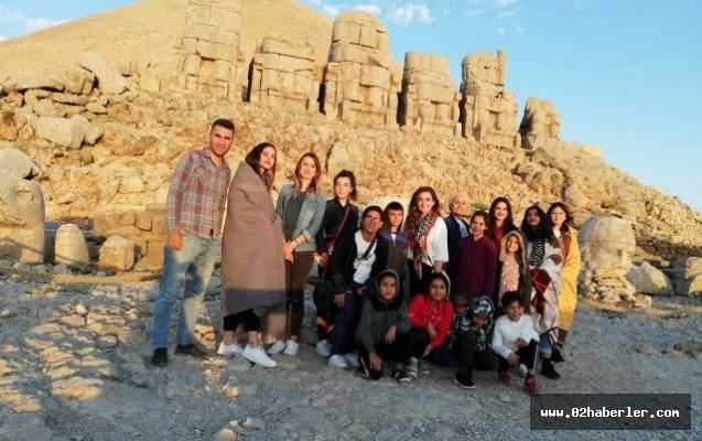 Çocuk evleri çocukları turistik yerleri gezdi