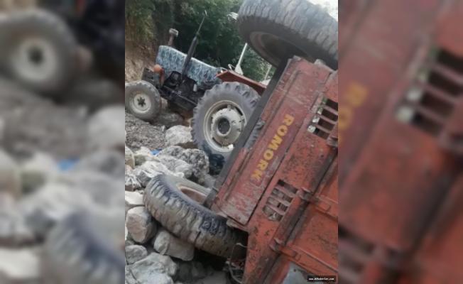 Traktör dereye yuvarlandı: 1 ölü, 3 yaralı