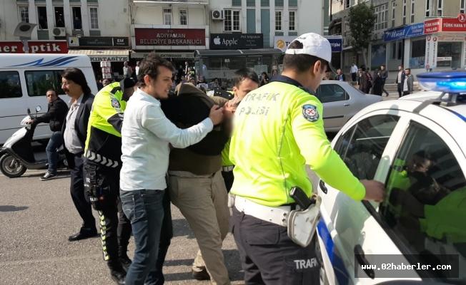 Polise mukavemette bulunduğu iddia edilen 2 kişi gözaltına alındı