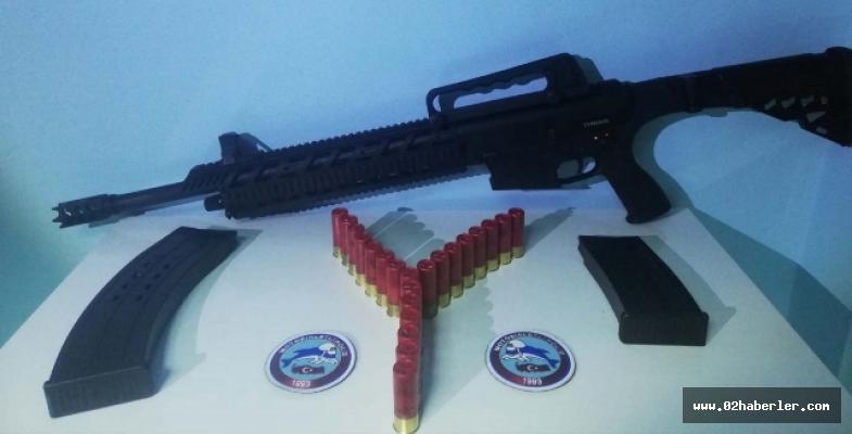 Ruhsatsız Silah Ve Tüfek Ele Geçirildi: 5 Gözaltı