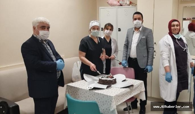 Sağlık çalışanlarına pasta sürprizi