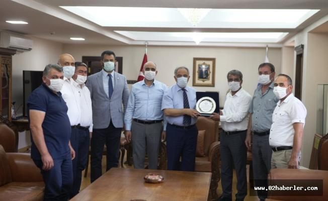 Başkan Duranay'dan Rektör Turgut'a Plaket