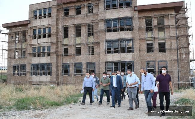 Vali Çuhadar 112 Çağrı Merkezi İnşaat Binasını İnceledi