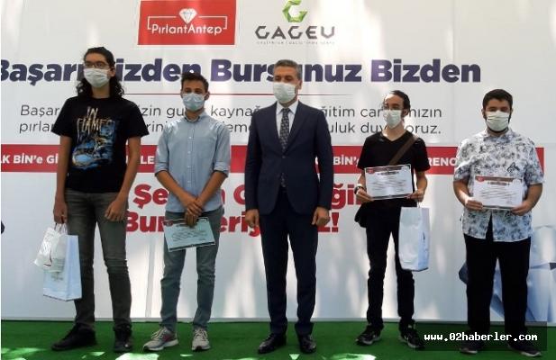 Gaziantep'te Yks'de İlk 5,000'e Giren Öğrencilere Burs