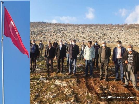 Akdağ Dağı'na 25 metrelik Türk bayrağı asıldı