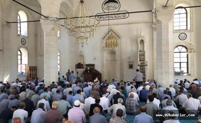 Vatandaşlar En Yakın Camiide Cuma Namazı Kılabilecek