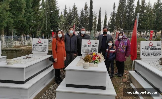 Büyükelçi Hassen, Şehit Yiğit Ali Çavuş'un Kabrini Ziyaret Etti