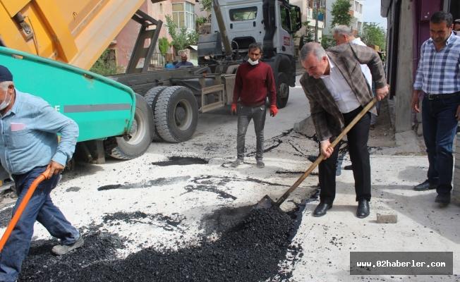 Kahta Belediyesi Fen İşleri Ekipleri Kısıtlamayı Fırsata Çevirdi