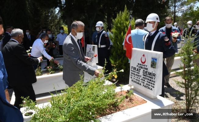 Vali Mahmut Çuhadar Ve İl Protokolü'nden Şehitlik Ziyareti