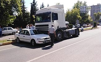 Tır Önüne Çıkan Otomobili Sürükledi: 1 Yaralı