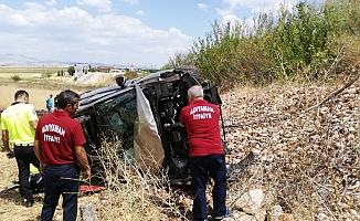 Kaza yapan araçtan fırlayan kadın öldü