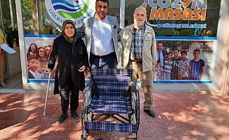 Engellilere tekerlekli sandalye verildi