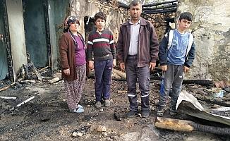 Yangında Evleri Kül Olan Aile Destek Bekliyor