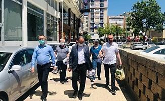 İYİ Parti Maske ve Koruyucu Siperlik Dağıttı