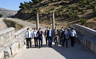 Vali Mahmut Çuhadar'dan Tarihi Ören Yerlerine Ziyaret