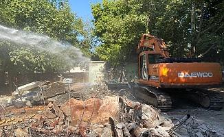 Gölbaşı'nda Metruk Binaların Yıkımı Devam Ediyor