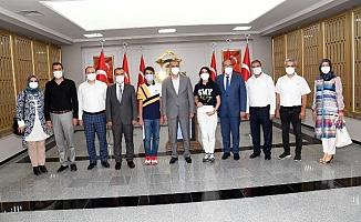 LGS Şampiyonları Vali Çuhadar Tarafından Ödüllendirildi