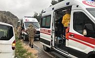 Hafif ticari araç yoldan çıktı: 3 Yaralı