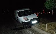 Hafif Ticari Araç Refüje Çıktı: 1 Yaralı