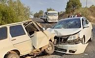 Besni'de 2 otomobil çarpıştı